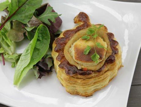 Découvrez notre recette de bouchées de gésiers de canard confits aux artichauts en salade croquante, Maître CoQ