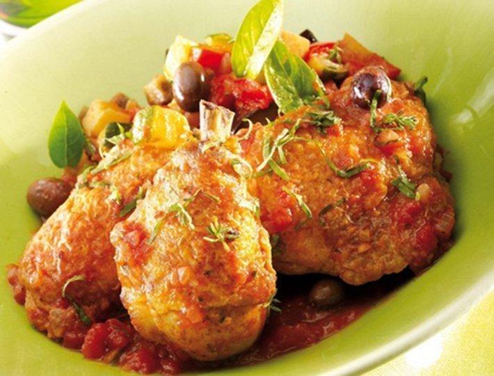 Fricassée de poulet aux olives et basilic