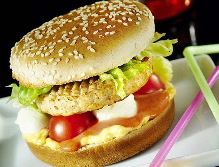 Hamburger au poulet gratiné