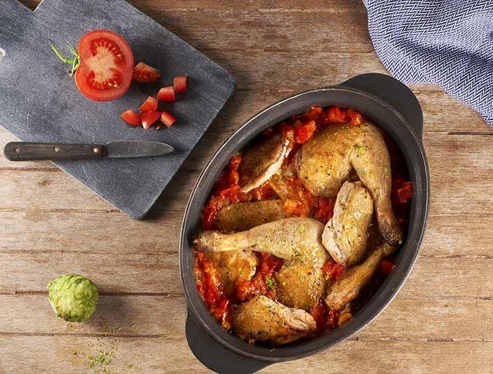 Cuisinez votre Pintade au Combava, cet agrume aux allures de citron. Il accompagnera parfaitement votre pintade pour un repas exotique.