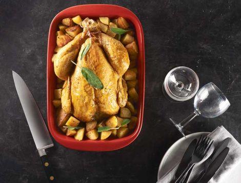 Maître CoQ vous propose une recette de poulet rôti finement et délicieusement aromatisé à la sauge, que vous pourrez accompagné de pommes de terre.