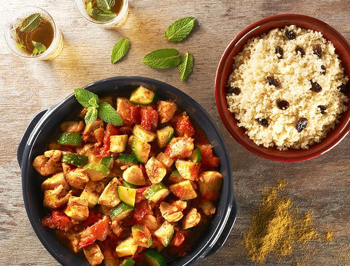 Évadez vos papilles dans les pays Maghrébins en réalisant notre recette internaute, le Tajine de poulet aux courgettes accompagné de son délicieux couscous