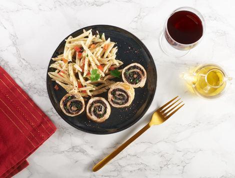 Vous cherchez une recette de roulés de dinde farcis ? Maître CoQ a concocté pour vous une recette facile, de petits roulés de dinde farcis aux olives.