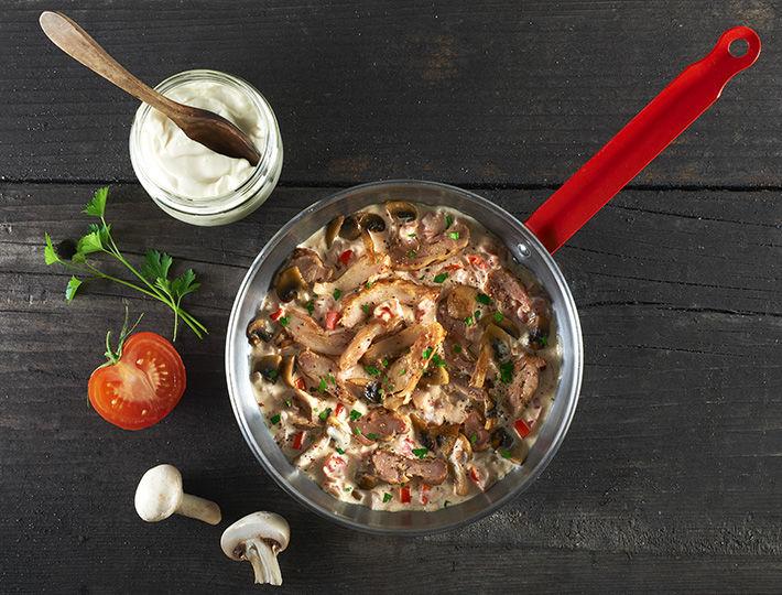 Vous recevez des amis, et vous n'avez pas le temps de cuisiner votre poulet ? Maître CoQ vous propose sa recette de Poulet bistrot express.