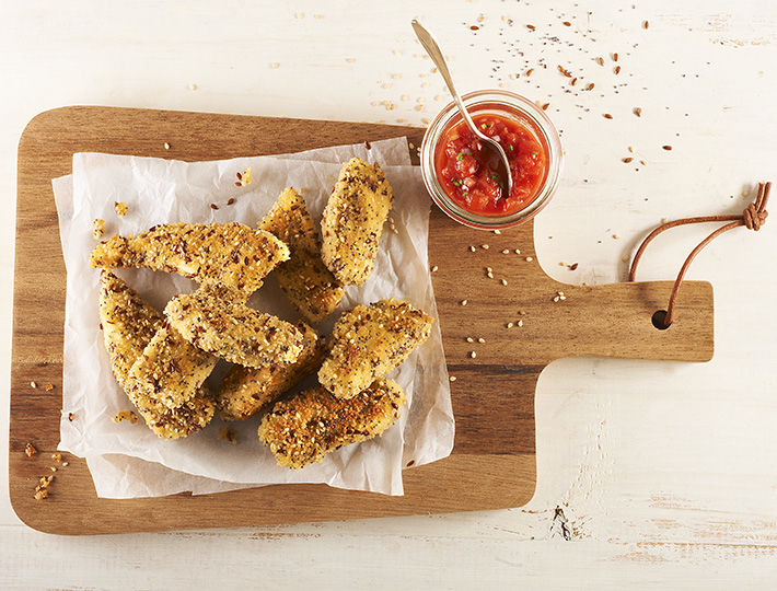 Découvrez une recette simple mais originale de filets de poulet panés, avec une chapelure aux des graines de lin, de sésame et de pavot.