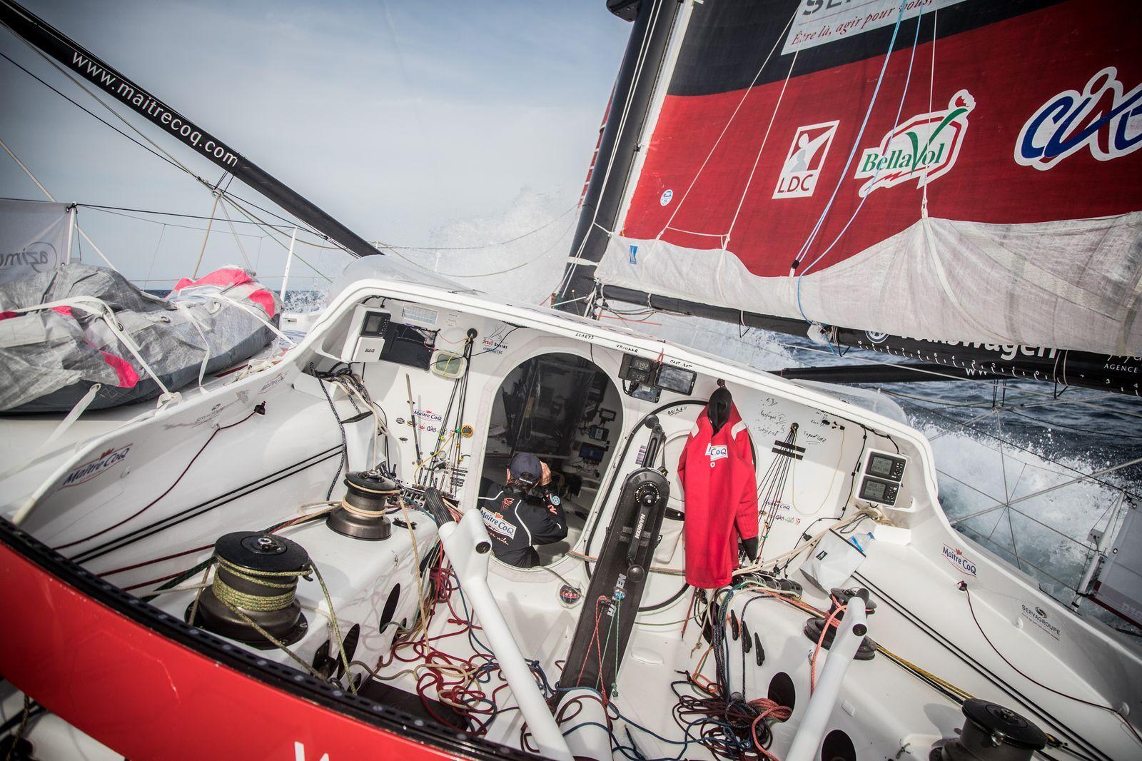 Vendée Globe 2016 - Maître CoQ - Jérémie Beyou : Jérémie Beyou dans le sud. Problèmes de pilotes à bord de Maître CoQ.