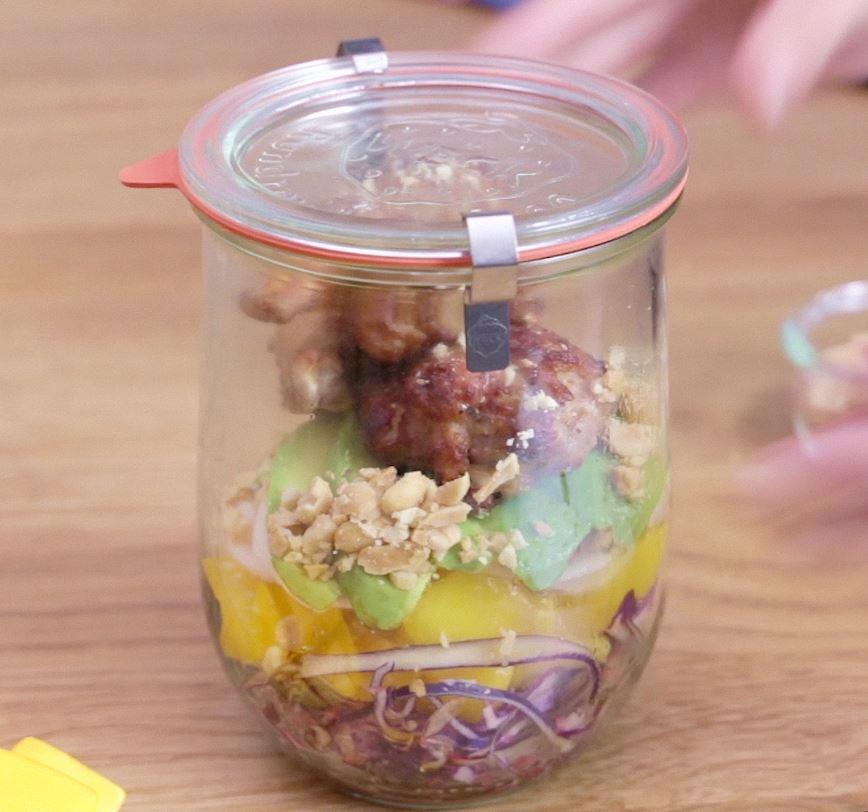 La Salade Jar Poulet, avocat et mangue