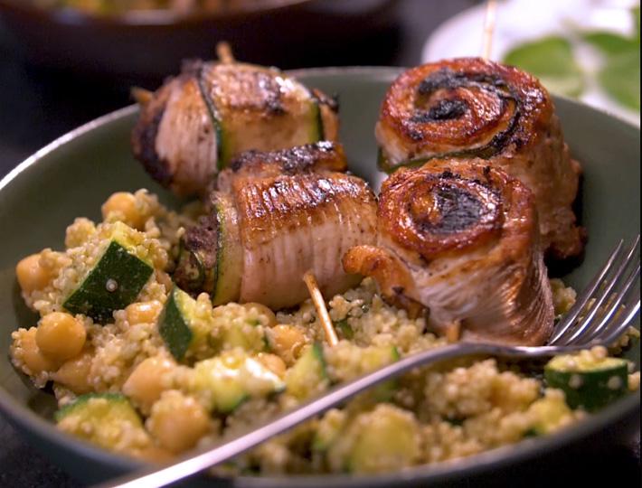 Brochettes de dinde roulée aux légumes