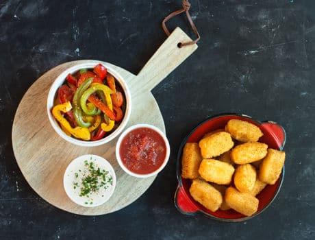 Réalisez cette succulente recette de croquetas et poivrons grillés signée Maître CoQ, vous n'allez pas être déçus !