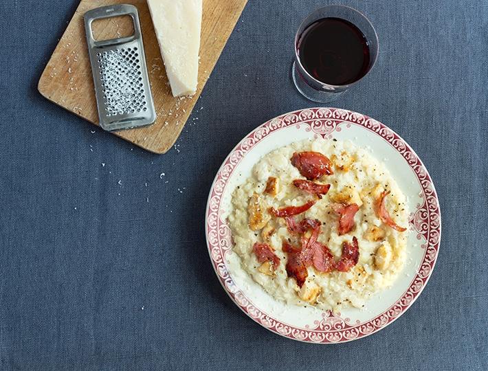 Proposez à vos convives cette délicieuse recette Maître CoQ d'un risotto au poulet, pancetta grillée et parmesan. Un régal !
